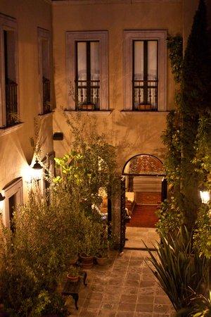 Casa Misha: Courtyard