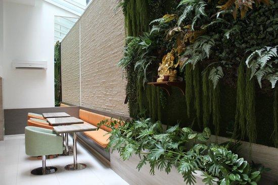 CityPoint Hotel: Lobby / Breakfast Area