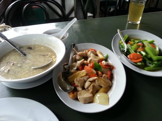 D'Villa Rina Ria Lodge: Our Lunch (1st meal @ KK)