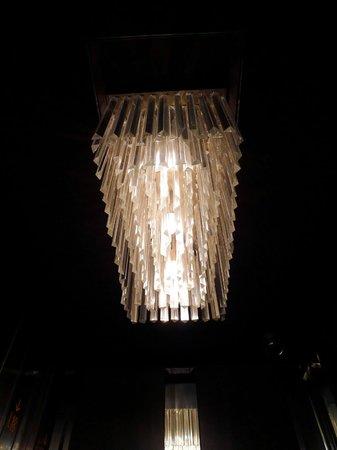 Crimson Hotel Filinvest City, Manila: All elevators have these chandelier lights