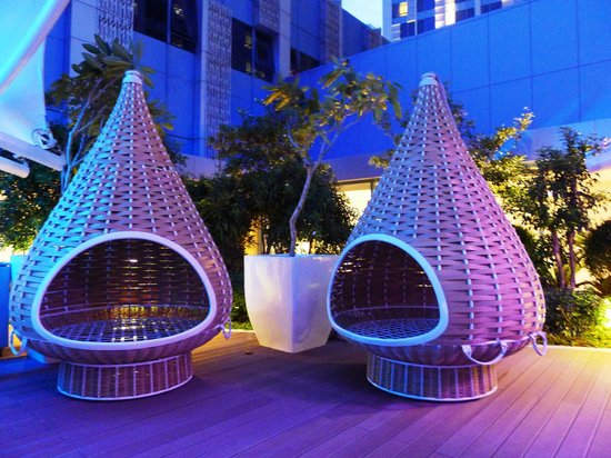 Crimson Hotel Filinvest City, Manila: The Dedon cones