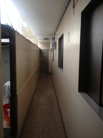 Suites Larco 656: 2nd floor hallway