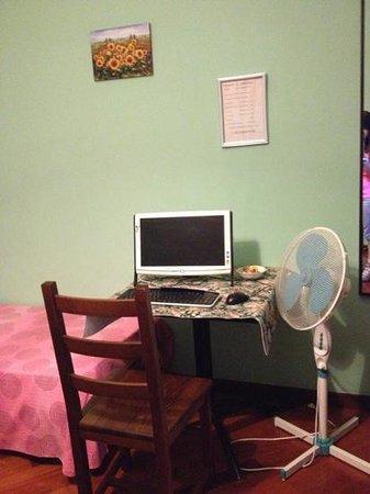 Holiday Il Girasole : small corner in room