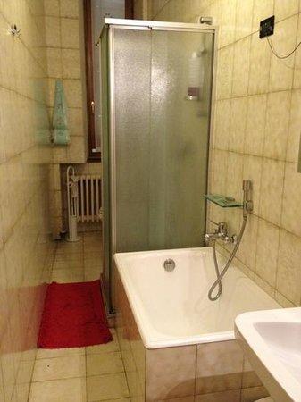 Holiday Il Girasole : bathroom