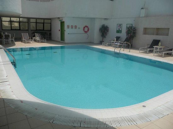 Holiday Inn Abu Dhabi: The hotel pool.