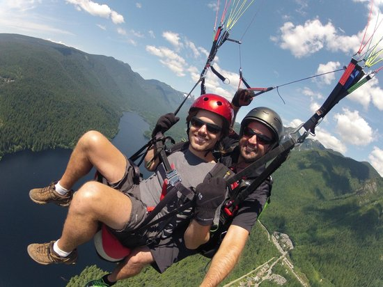 North Shore Paragliding: Great shot a couple thousand feet up