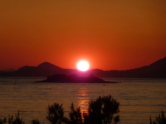Remisens Hotel Albatros: sunset from the restaurant terrace and room 261