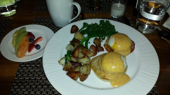 Westin Monache Resort Mammoth: Whitebark Restaurant, breakfast July 7th 9:00 am.