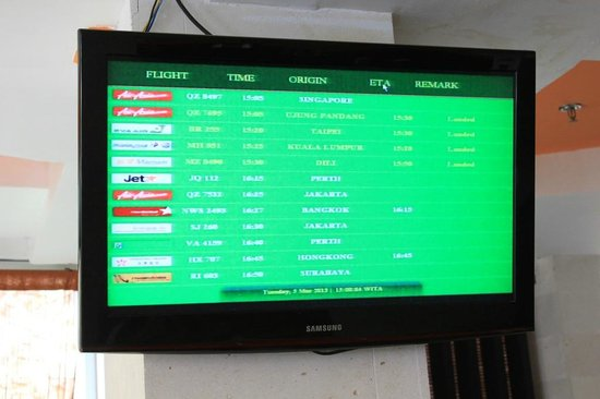 Royal Singosari Kuta: flight arrvl and deprt screen
