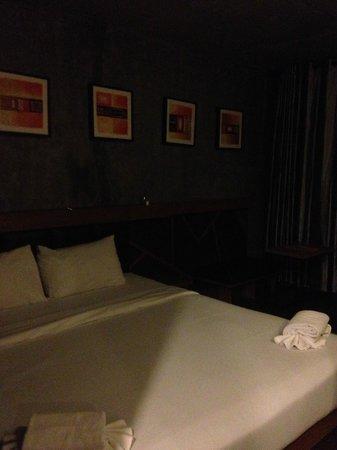 B2 Srinakharin: เตียงและโซฟาเล็กๆ