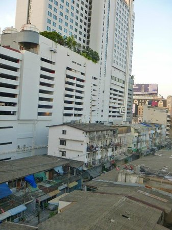 Centric Place Hotel: ホテル裏側のFortune Town