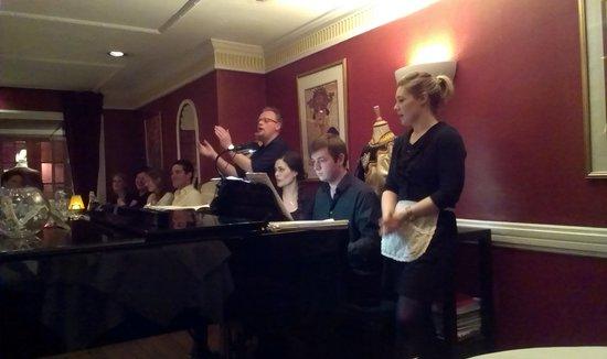 Bel Canto Restaurant: Bel Canto singers