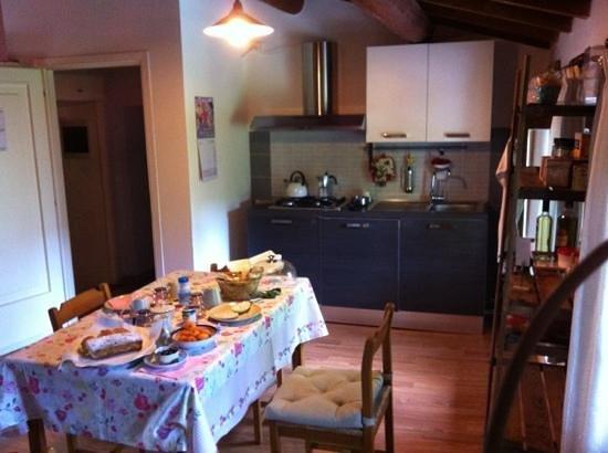 Shanti B&B: soggiorno cucina