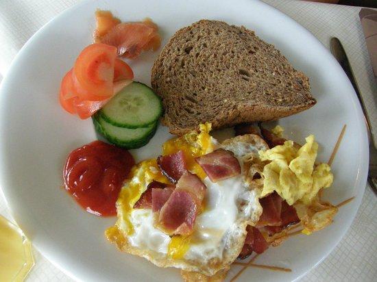Jaeren Hotell: Good breakfast buffet