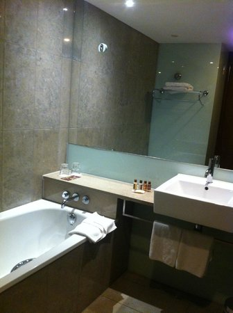 Sheraton Athlone: spotlessly clean bathroom