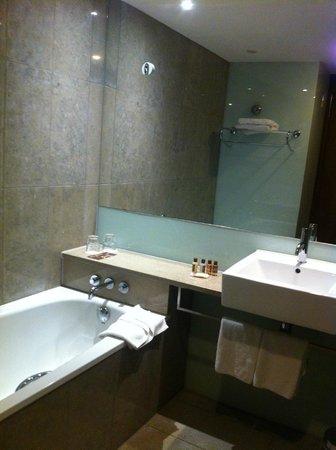 Sheraton Athlone : spotlessly clean bathroom