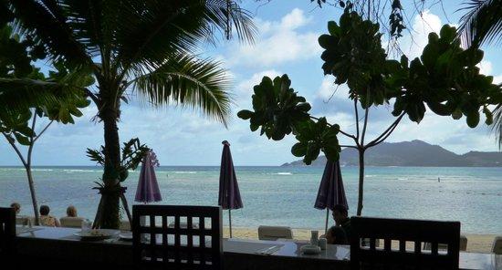 ไตรตรัง บีช รีสอร์ท: Breakfast on the beach