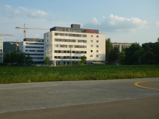 ibis Zurich Messe Airport: View of the hotel as you come past the Studio