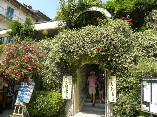 Ristorante La Pescheria: entrata e terrazza