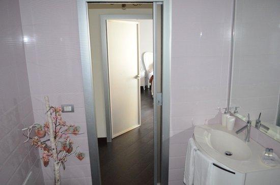 La Garconniere: View from bathroom for room 2 looking towards open door of room 1