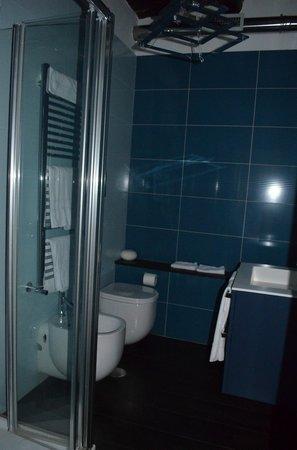 """La Garconniere: Bathroom to the """"suite"""""""