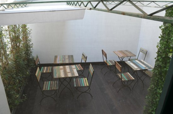 La Garconniere: Terrace area (?communal at breakfast, private to suite during day) - overlooks closed courtyard