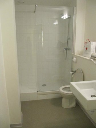 Ibis Budget Aeroport le Bourget Garonor : salle de bain