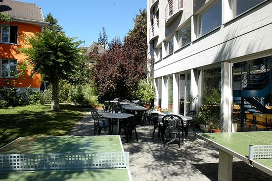 Sion Youth Hostel: Garten