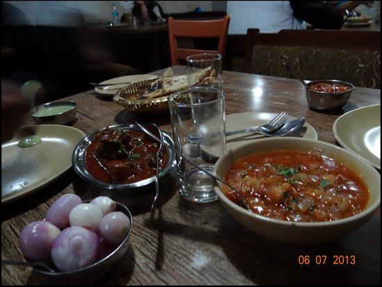 Machan Restaurant: Ginger-Chicken, Mutton Roganjosh, Butter Nun