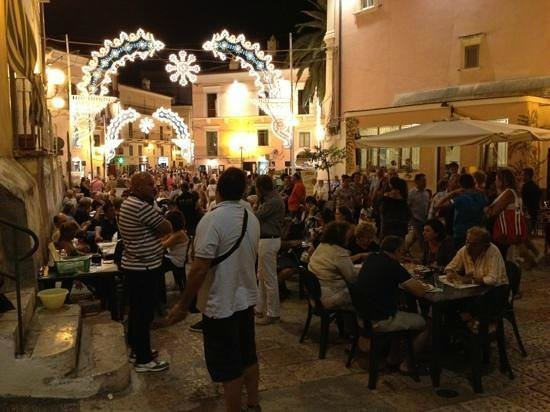 Rodi Garganico, Italia: Piazza Rovelli