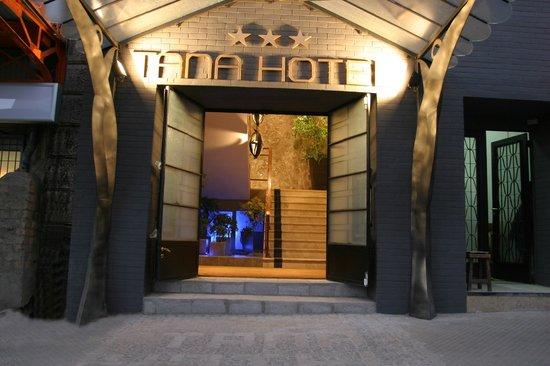 Tana Hotel: Entrée de l'hôtel