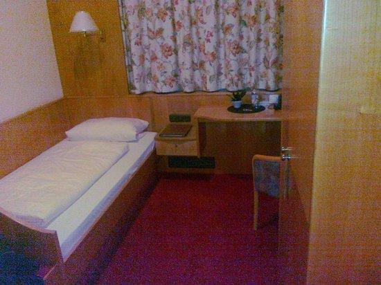Hotel Vollmann: Single bed.