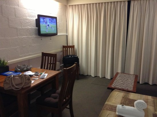 Club Surfers: Hotel like unit it needs to be presented better
