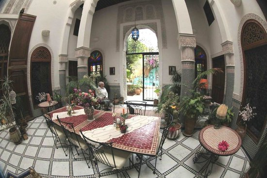 Riad Norma: closed inner hall (patio-style)