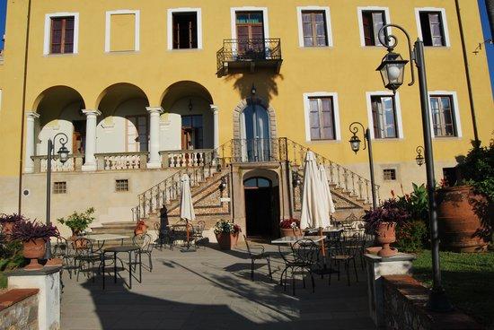 Hotel Villa Cheli: L' entrata
