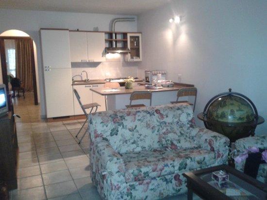 Cucina e salotto - Picture of B&B Fiorella, Castel Gandolfo ...