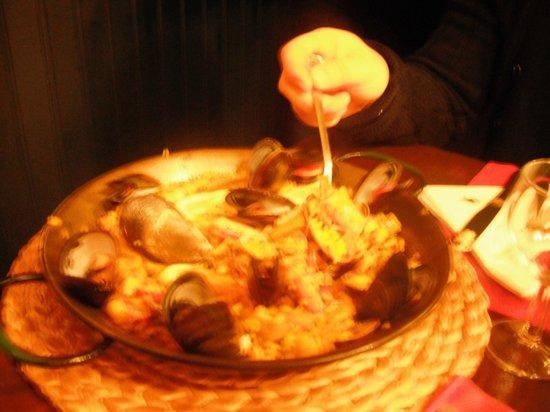 TOROS Y TAPAS : paella con cozze