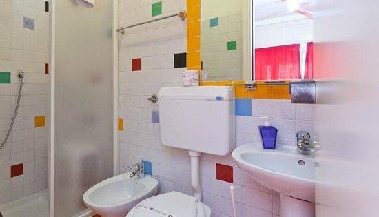 Rainbow Hotel: Bagno