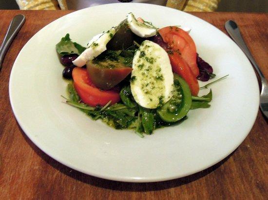 Il Primo: Buffalo mozzarella, heirloom and vine tomatoes/basil pesto, Kalamata olives.