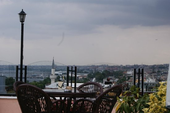 Artefes Hotel Istanbul: The view from the terrace (Bosphorus)