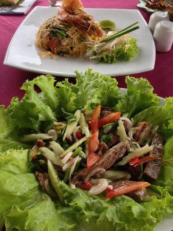 Ayara Kamala Resort & Spa: The beef salad and Pad Thai was awesome