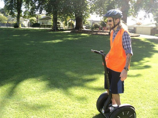 Move Nelson Segway Tours : Showing off with no hands! ..Not recommended!