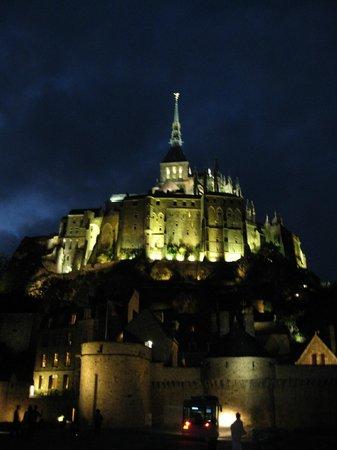 Ferme Saint Christophe: Mont Saint-Michel by night
