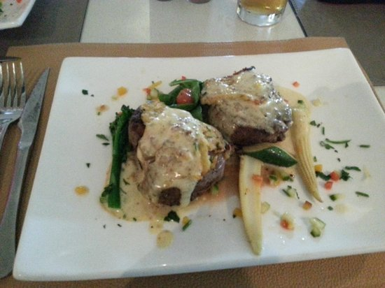 Spice Route Restaurant: Main meal: steak medallions