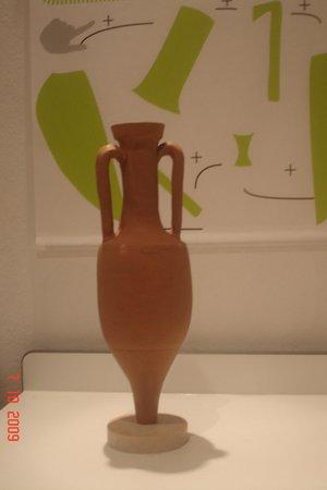 Musee Archeologique de Nice-Cimiez: amphore visible