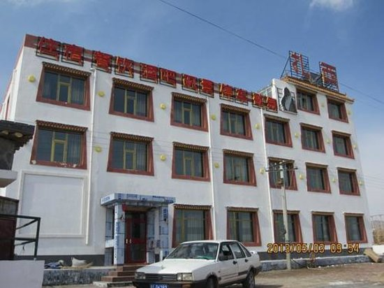 Qinghai Lake Zhaxi Holiday eHome Hotel: Main buliding of the hotel