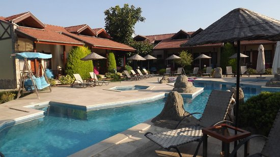 Hotel Grenadine Lodge: The gorgeous pool area around which the lodge is built