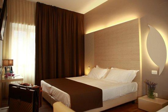 Camera da letto - Foto di Hotel Colonne, San Giovanni Rotondo ...