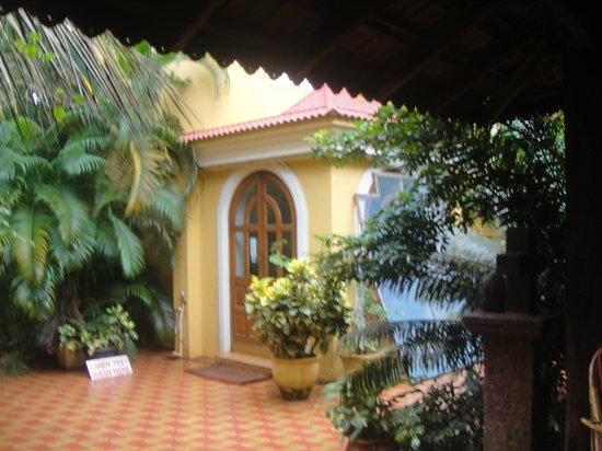 Bougainvillea Guest House Goa: The Entrance