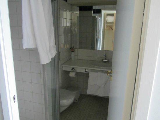 Holmestrand Fjordhotell: bathroom
